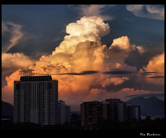 Oh ! Nuvens ! / Oh ! Clouds ! (Fla Barbieri (Cokin Girl)) Tags: city cidade topf25 riodejaneiro clouds buildings rj olympus nuvens coolest prdios evolt e500 1445mm 25faves cmeradeourobrasil favemegroup5 frhwofavs