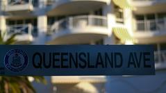 Queensland Avenue, Broadbeach (theurbannexus) Tags: holiday sunshine sign nikon streetsign australia palmtree qld queensland signpost nikkor 50mmf18d goldcoast broadbeach sunshinestate d80