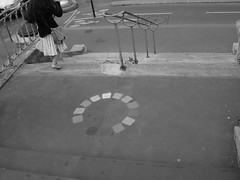 arc en ciel - canal de l'Ourcq (vivejm) Tags: blackandwhite en paris france stairs children canal saintmartin europe noir arc ciel pont enfant blanc escalier cercle chromatique