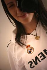 HALA MADRID!!! (anita gt) Tags: me ana football soccer yo io jersey futbol realmadrid camisola 50mmf18ll