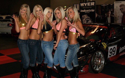 5  blonde chiks at Autosalon 2007