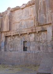 Tomba d'Artaxerxes III, Persèpolis (Sebastià Giralt) Tags: death persian iran mort tomb persia tumba muerte burial tomba persepolis sepultura artaxerxes persa achaemenid aquemenida