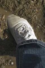 muddy_balloons_14a (sneaker lover) Tags: white fetish balloons shoes dirty canvas worn sneaker muddy keds
