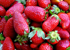 strawberry (A. Saleh) Tags: red lebanon strawberry sony fraz dscp72 asaad asaadsaleh abigfave