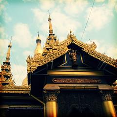 shwedagon paya. (*Sabine*) Tags: travel pagoda asia asien shwedagon yangon burma myanmar birma fauxlomo rangoon shwedagonpaya year:uploaded=2007 burmalomo2007 sabinesteinmller