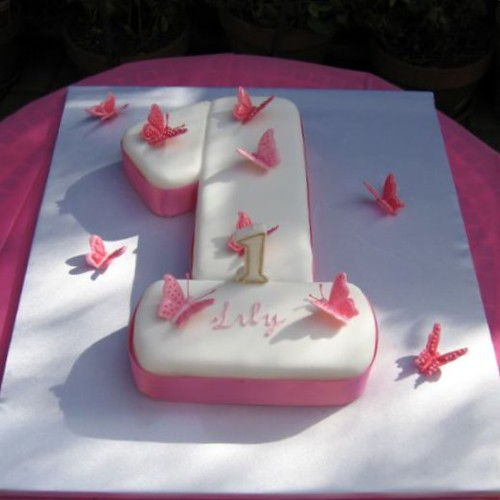 Lily's 1st Birthday cake (& my first fondant cake)