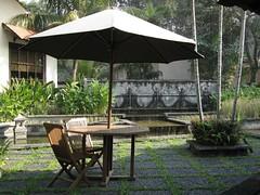 nice spot to relax (jEdC) Tags: indonesia hotel surabaya singgasana