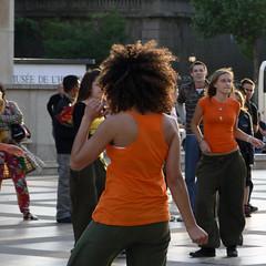 orange dancing (Ol.v!er [H2vPk]) Tags: sunset orange paris france girl french soleil coucher trocadero fille trocadro