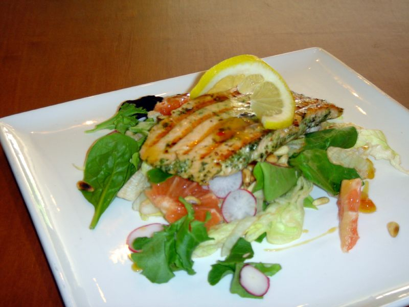 Grilled salmon & grapefruit salad