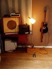 (jabenaki) Tags: distortion rock rat guitar junior lowbudget noise gibson loud copy lespaul epiphone reverb solidstate ebow microverb x2n