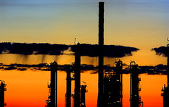 Siluetas Txicas (pericoterrades) Tags: bravo huelva 2006 smokes contaminacion siluetas industries factories humos fabricas pericoterrades bigfave abigfave poloindustrial globalwarmingawareness chemicalindustries siluetastoxicas