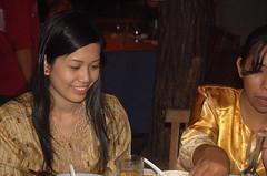Dinner with KIRI krew at DAMAI 020 (Roslan Tangah (aka Rasso)) Tags: people food girl d50 happy photography student nikon outdoor candid joy eat enjoy malaysia gathering passion seafood kiri utm makan maling melayu malay johor 2007 shortfilm krew skudai projectrasso damaivillagerestaurant damaiseafoodrestaurant