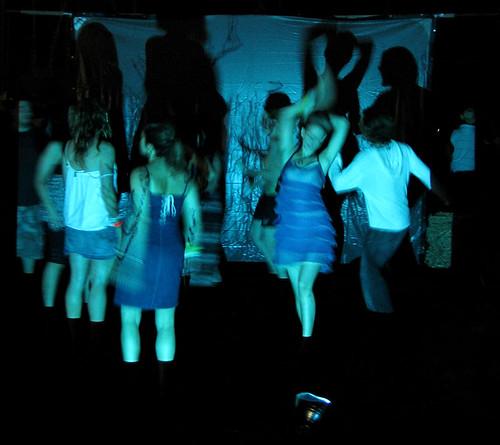 Coachella: Impromptu dance in Hobo camp