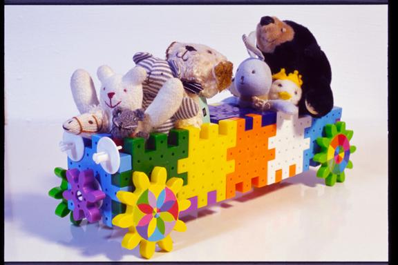 070507_FE2_MF50mmF1.4_KODAK_E100G-2-04 toy limousine Dolls Block