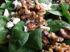 Spinach salad with walnuts and feta
