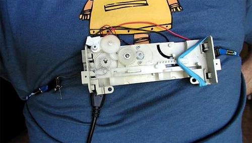 Ingenio para recargar gadgets mediante el movimiento del pecho durante la respiración