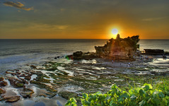 Sunset on Tanah Lot (DanielKHC) Tags: sunset sea bali rock indonesia landscape temple pagoda bravo searchthebest sony lowtide alpha hdr a100 tanahlot photomatix tonemapped 50faves 7exp 25faves hdrenfrancais 200750plusfaves bratanesque danielkhc tamron1128mm