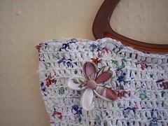 Bolsa com broche de kanzashi (bymanu) Tags: flower bag crafts flor plastic bolsa plstico recicled reciclado kanzashi