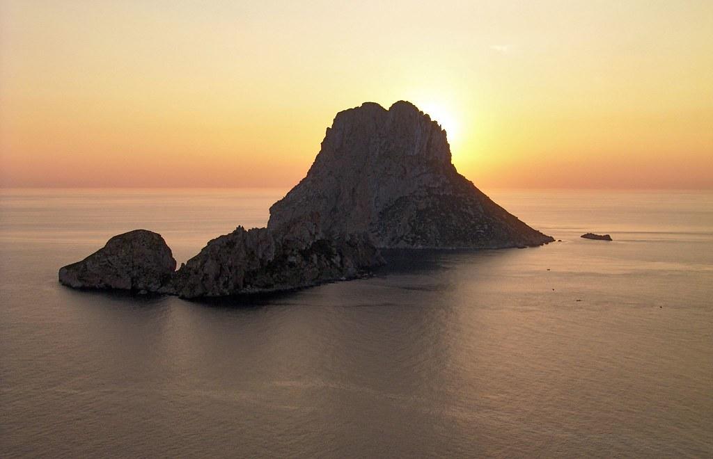 Photo des Baleares n°8. Coucher de soleil sur l'ilôt Es Vedrà à Ibiza