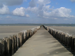 (Nils A. Petersen) Tags: 2005 family blue sea sky holiday holland nature topf25 water netherlands clouds landscape sand topv555 fotograf view wind horizon perspective tracks culture structures sunny artificial things structure best leipzig shore mostinteresting manmade top10 favourite mybest z1 breskens natureculture yourfavs cotcmostinteresting interestingness192 i500 myexplore best36 challengeyouwinner abigfave nap72 impressedbeauty aplusphoto nilsapetersen wwwnilspetersenfotografiede