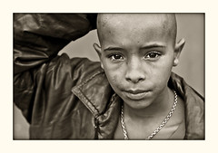 Never lose hope! (carf) Tags: poverty boy brazil bw streets 20d abandoned boys brasil kids children hope blackwhite kid community bravo child hummingbird risk forsakenpeople esperana social impoverished underprivileged altruism attitude drugs carf streetkids streetchildren beijaflor development prevention roney atrisk recuperation ef50mmf14usm photophilosophy ecbf