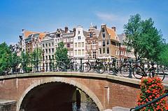 016 Keizersgracht meets Leidsegracht (Parkaboy) Tags: amsterdam netherlands holland keizersgracht leidsegracht canal bridge