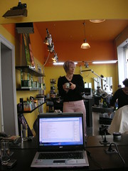 Wifi and pink hair (Stephanie Booth) Tags: pink me hair mirrorproject laptop wifi salon coiffeur hairdressers vevey stephaniebooth mediane