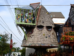Tree House (AnDy631) Tags: ohio usa strange architecture weird starwars crazy interesting cincinnati treehouse ewok oh hydepark beehive bizarre ruche mostviewed etrange trange ewoks mapusa interessant guerredesetoiles guerredestoiles intressant ruchedabeilles