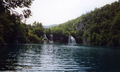 Plitvice Lakes - Croatia (Jules T!!) Tags: 2005 travel trees lake holiday mountains green water nationalpark travels holidays europa europe lakes eu croatia unescoworldheritagesite unesco worldheritagesite hills waterfalls disposablecamera filmcamera europeanunion june2005 disposable hrvatska evropa plitvicelakes thenixonator