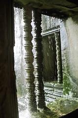 ankor wat (TwOsE) Tags: deleteme5 deleteme deleteme2 deleteme3 deleteme4 rain lafotodelasemana ventana temple cambodia viejo ankorwat luzdiurna lfsluzdiurna lfscontraluces