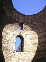 split, palace of diocletianus (Loet) Tags: roman croatia dome split kroatie diocletianus lightfall