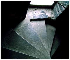 l'escalier du chteau (ibarak) Tags: light luz stairs belgium belgique l