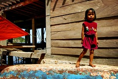 fisherman's daughter (phitar) Tags: 2003 travel flores topf25 girl wow indonesia boat asia topc50 labuanbajo phitar