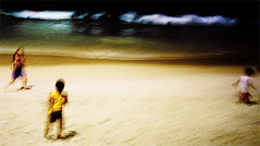 . (Catherine...) Tags: ocean people blur beach childhood riodejaneiro night canon sketch poetry play frenchpoetry copacabana nondigital nuit carolineschoice hummingbirdxmas baudelaire jeu posie ocan enfance jouer mc05negativespace filmisnotdead palge