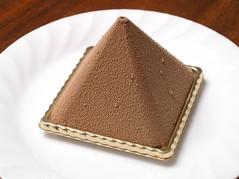 PTISSERIE AU GRENIER D'OR / pyramid (katsuzin13) Tags: kyoto pyramid chocolate patisserie  sweets   ptisserie