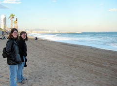 img_1337.jpg (cmrowell) Tags: barcelona beach spain mediterranean petra spain2002 backpackpurse joyzgr8