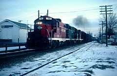 Cold Dark Day (Hoist!Man) Tags: cc ccp chicagocentral warrenil geep paducahgeep winter snow cold train railroad locomotive film