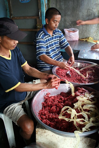 Philippines, rural, food, man, young, traditional, working, longganisa Lucban, Quezon making sausages Philippinen  菲律宾  菲律賓  필리핀(공화국) Pinoy Filipino Pilipino Buhay  people pictures photos life