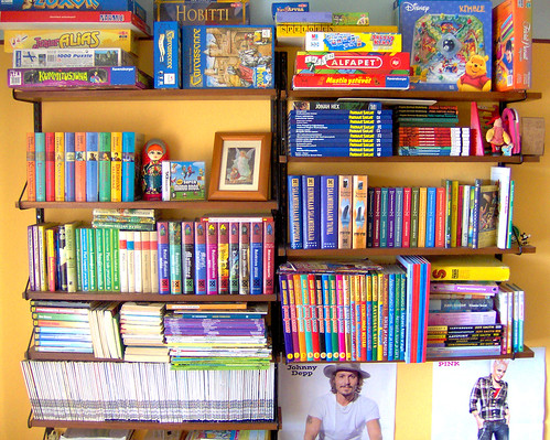 Tyttären kirjahylly