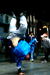 Fly Down (Knrad) Tags: blue torino dance upsidedown blu streetphotography hiphop breakers turin sese teatroregio xprodigitaleffect corradogiulietti