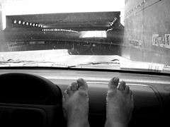 Dash Board (Baciliforme) Tags: feet foot toes barefoot pies barefeet pés dashboard