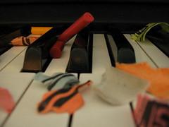 piano_crayons