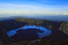 Lombok_171_01-05-07 (Kelly Cheng) Tags: mountain lake trek indonesia volcano crater caldera summit lombok agung rinjani segaraanak pickbykc