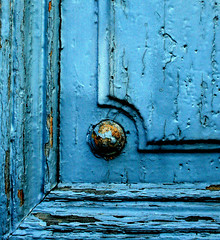 So Slowly (Mnica (Monguinhas)) Tags: door old blue detail colors azul cores colours porta welcome cor soe tr velho detalhe supershot monguinhas colorphotoaward
