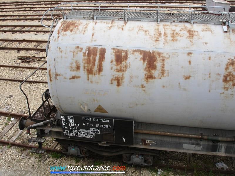 Ce wagon citerne SNCF est affecté au TDGR (train désherbeur à grand rendement).