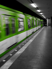 The Train is arriving... (Mastahkid) Tags: green speed train underground lights licht blackwhite hannover ubahn grn schwarzweiss stra geschwindigkeit mastahkid