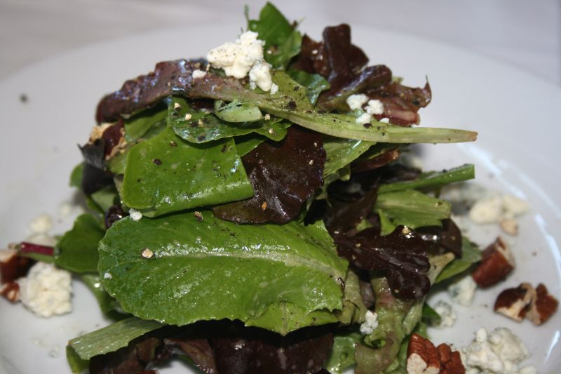 Mixed green salad  with walnuts and garganzola