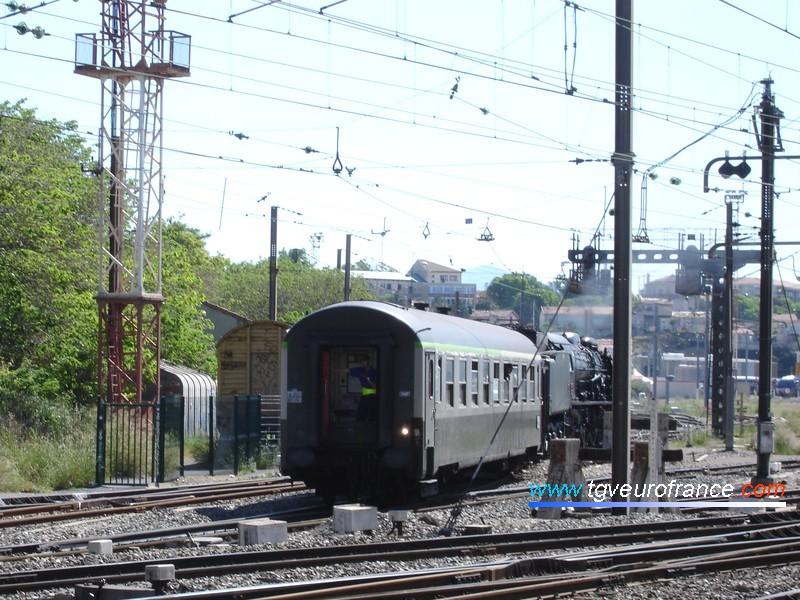 Refoulement de la locomotive à vapeur 241P17 depuis le dépôt de Marseille-Blancarde