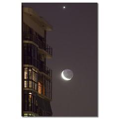 Encuentros (..felicitas..) Tags: moon building window argentina night canon ventan