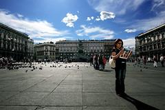 Piazza Duomo (kenyai) Tags: street city people italy milan mi milano duomo piazzaduomo canonefs1022mmf3545usm canon30d 13mm interestingness60 i500